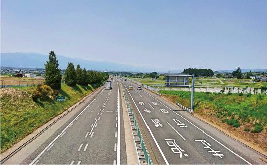 亀井産業の事業2:道路区画線工事・道路標識設置工事